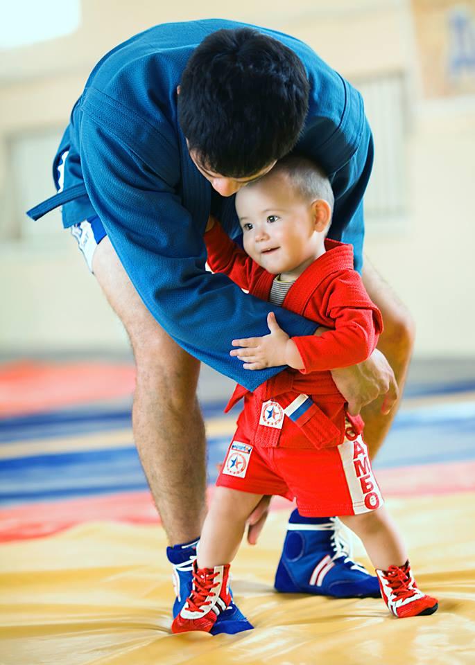 Ребенок на борьбе. Самбо-Уфа
